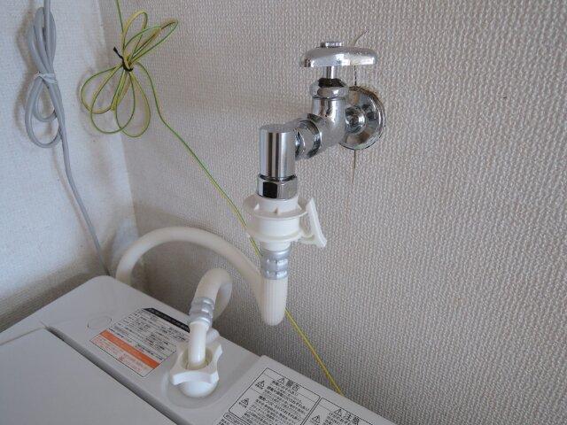 Image: 洗濯機にCB-J6給水栓ジョイントを取り付ける