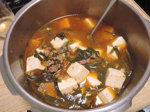 Image: 150201 ニラ 豆腐 挽き肉 ピリ辛 味噌煮込み
